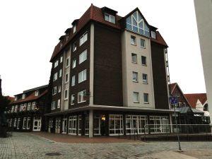 27b-am-Hochhaus-Adolfsplatz_m